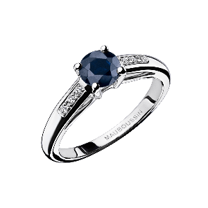 Grand Mot d'Amour engagement ring
